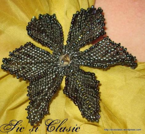Chic brooch